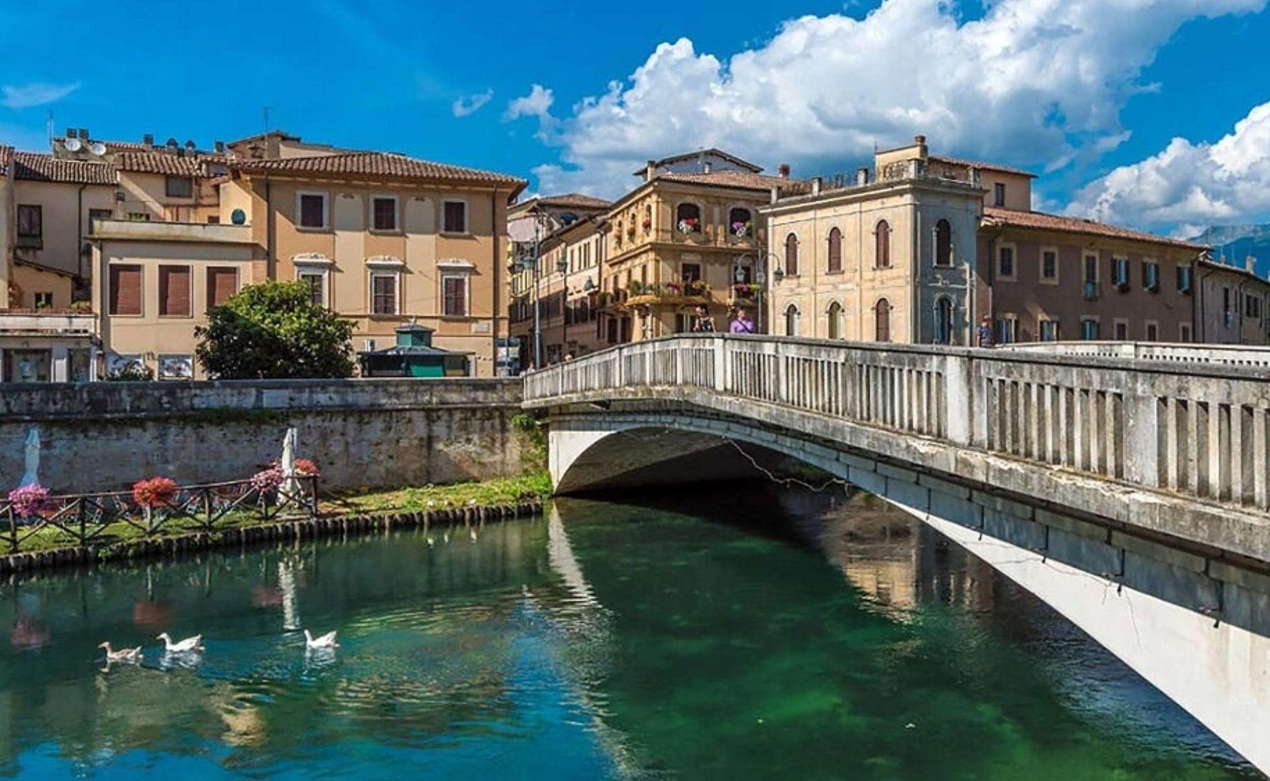 FERRAGOSTO Nell'ombelico D'ITALIA
